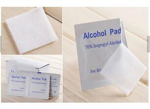 Non - Woven 70% Isopropyl Alcohol Cleaning Wipes 65x30mm / 60x60mm For Skin Care